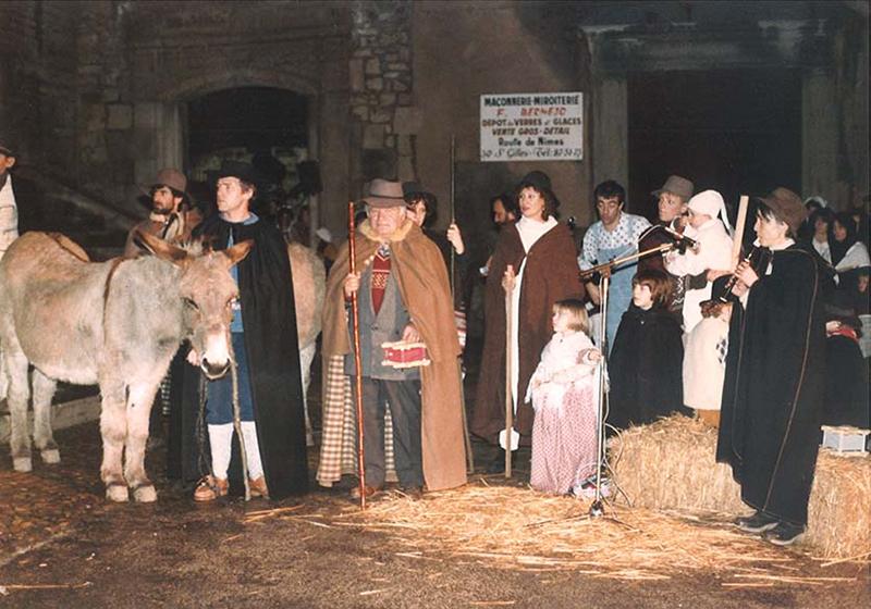 1ère crèche vivante : le groupe des bergers avec Marcel Avignon au centre - ©Jean-Pierre VIOLET