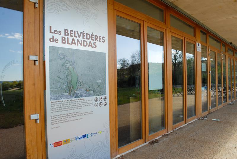 L'entrée de la Maison du site de Blandas.
