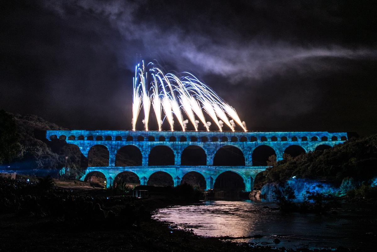 Le Pont de Gard sous le signe de l'eau grâce au video-morphing du Groupe F.