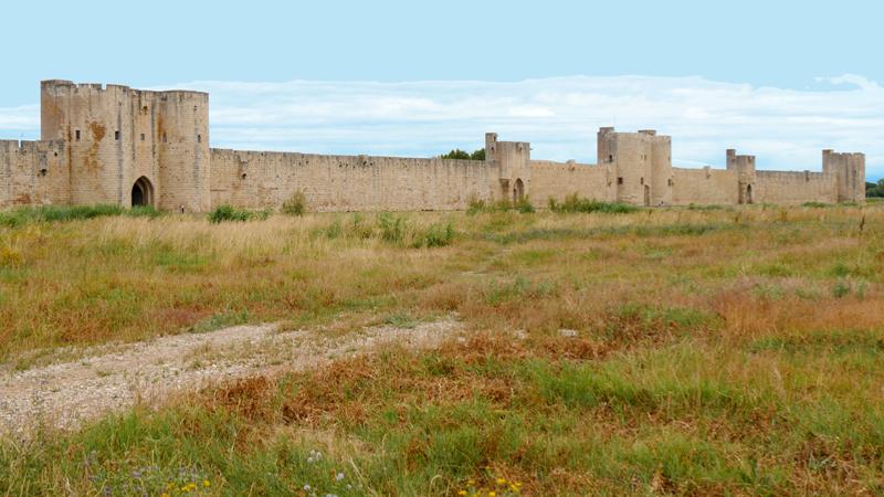 Le site classé des remparts d'Aigues Mortes.