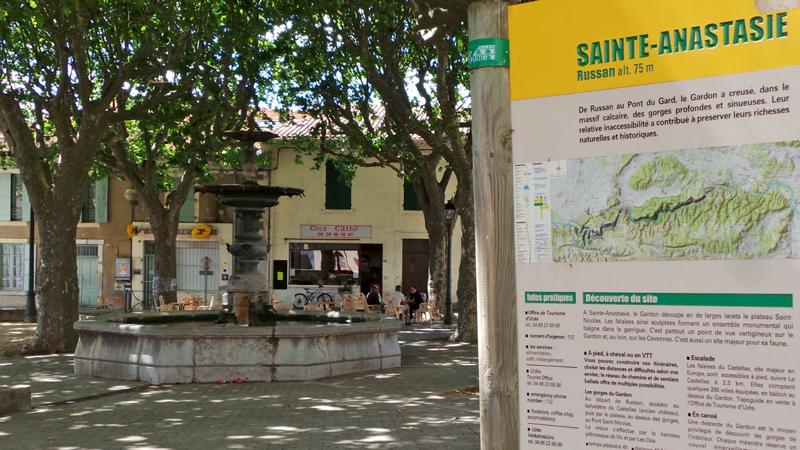 La Fontaine du village de Sainte Anastasie constitue un point de départ des randos.