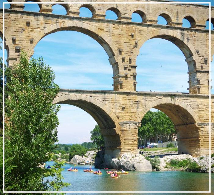 Passage en canoë sous le Pont du Gard
