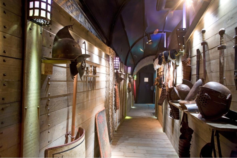 Visite de l'espace gladiateurs dans les arènes