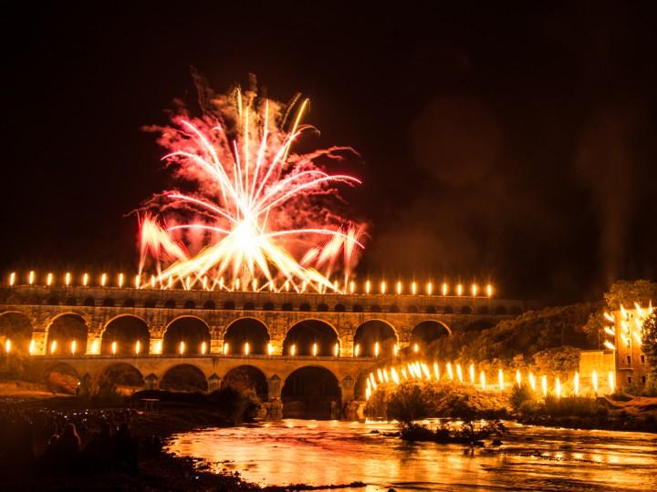 Pyrotechnie, son et lumière au Pont du Gard