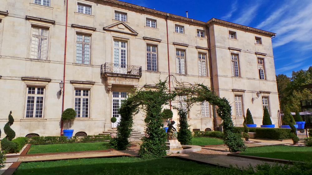 Le Musée du Vieux Nîmes possède une architecture authentique.
