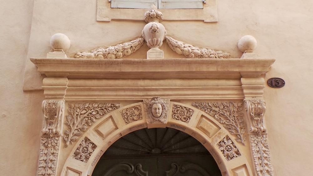 Les visites guidées de Nîmes livrent les secrets d'histoire de Nîmes.