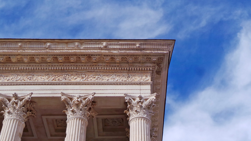 La Maison Carrée est un monument particulièrement bien conservé